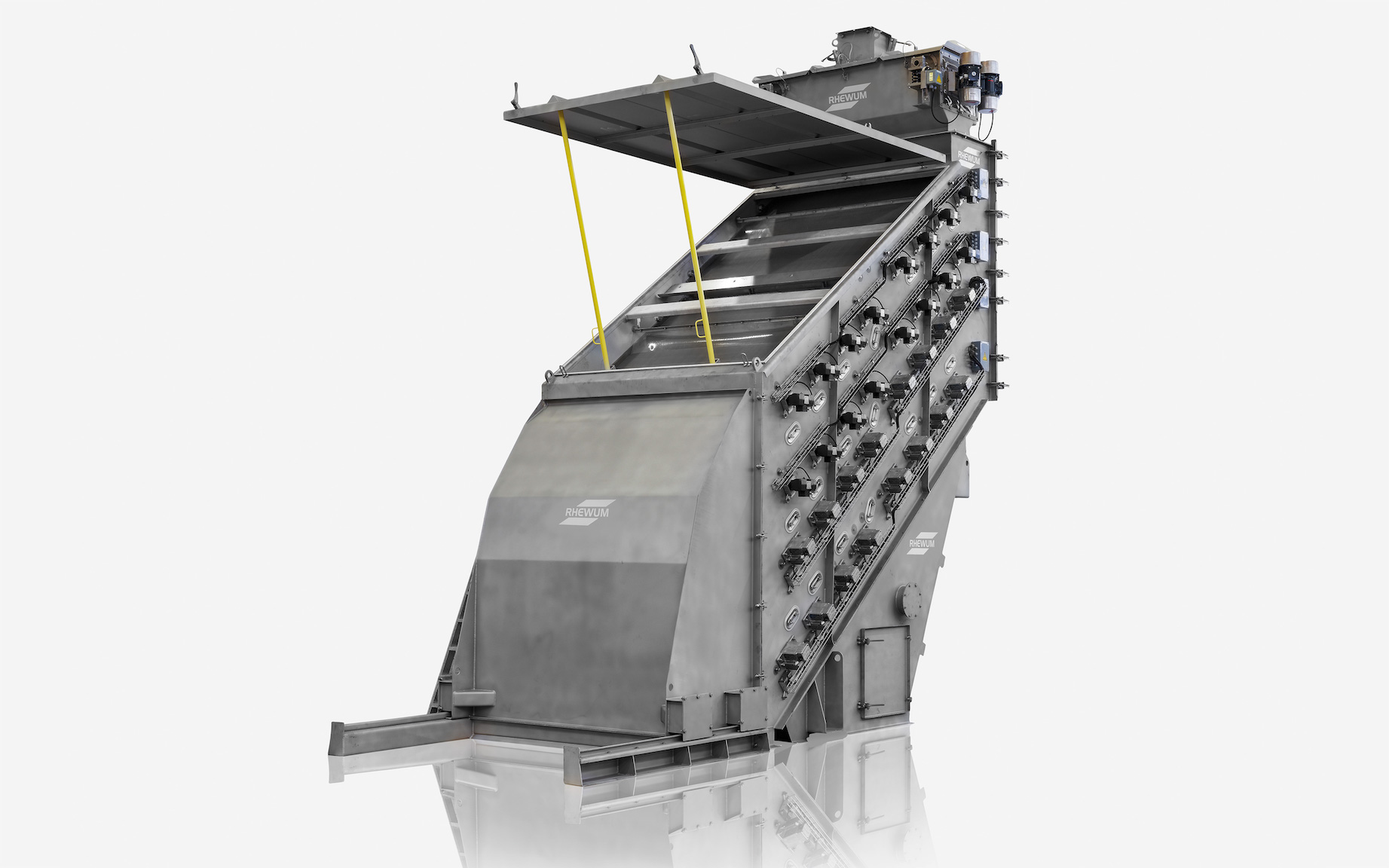 Screening machines and screen mesh